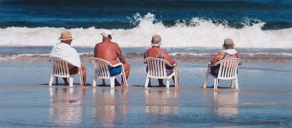 ouderen op het strand - zzpnieuws-nl